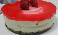 jogurt torta sa jagodama